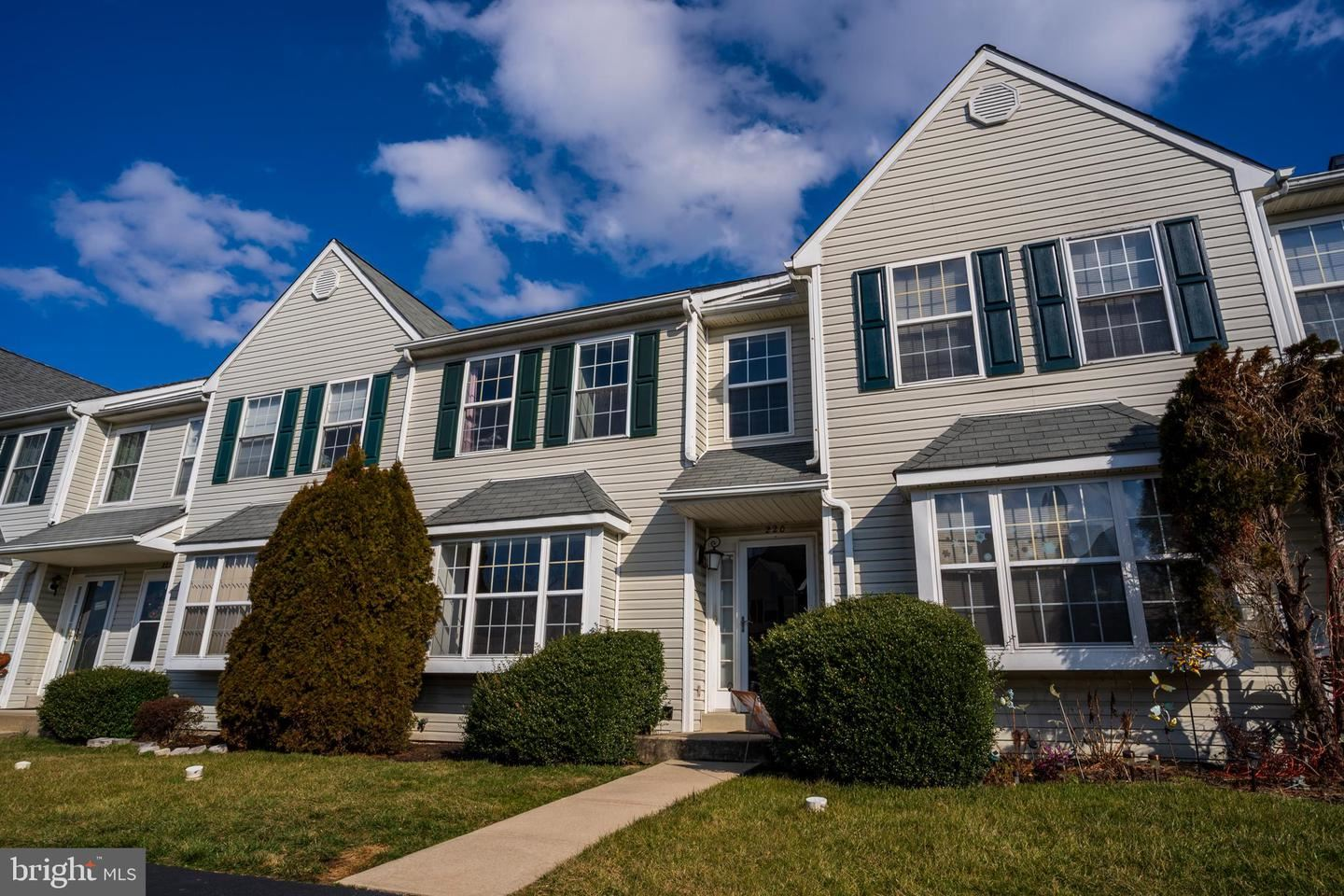 Photo for 220 SPRING VALLEY WAY, ASTON, PA 19014 (MLS # PADE509014)
