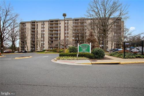 Photo of 6001 ARLINGTON BLVD #906, FALLS CHURCH, VA 22044 (MLS # VAFX1170018)
