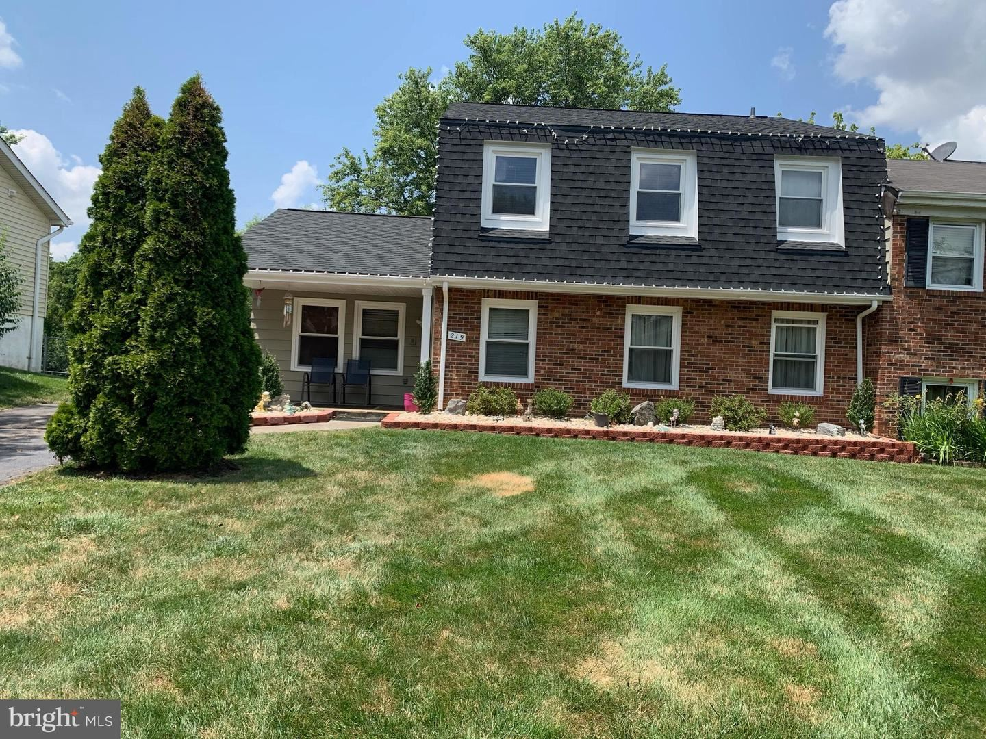 Photo of 219 N LINCOLN AVE, STERLING, VA 20164 (MLS # VALO2004028)