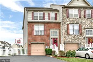 Photo of 354 MINERAL DR, YORK, PA 17408 (MLS # PAYK125032)