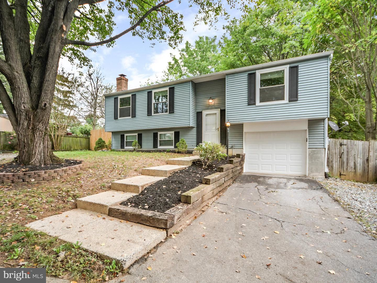 Photo of 1562 ANDOVER LN, FREDERICK, MD 21702 (MLS # MDFR2000033)