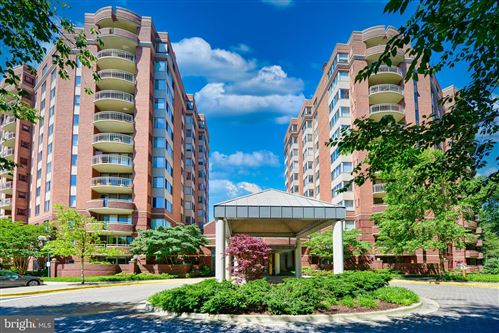 Photo of 5802 NICHOLSON LN #2-L04, ROCKVILLE, MD 20852 (MLS # MDMC756034)