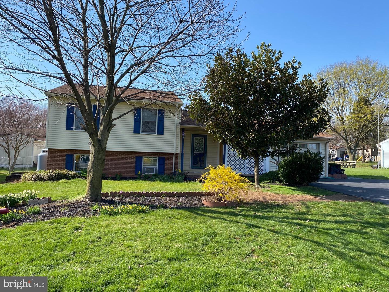 Photo of 431 W RIDGE RD, ELIZABETHTOWN, PA 17022 (MLS # PALA178042)