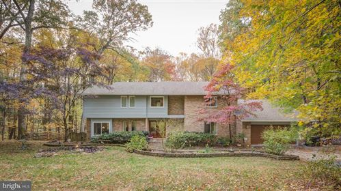 Photo of 1094 PENSIVE LN, GREAT FALLS, VA 22066 (MLS # VAFX1114044)