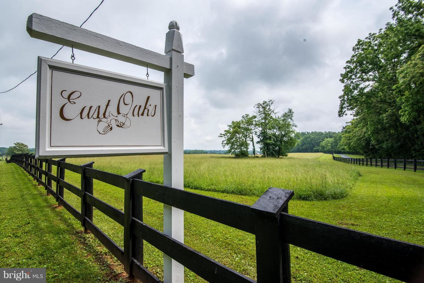 Photo of 21524 WHITES FERRY RD, POOLESVILLE, MD 20837 (MLS # MDMC367052)