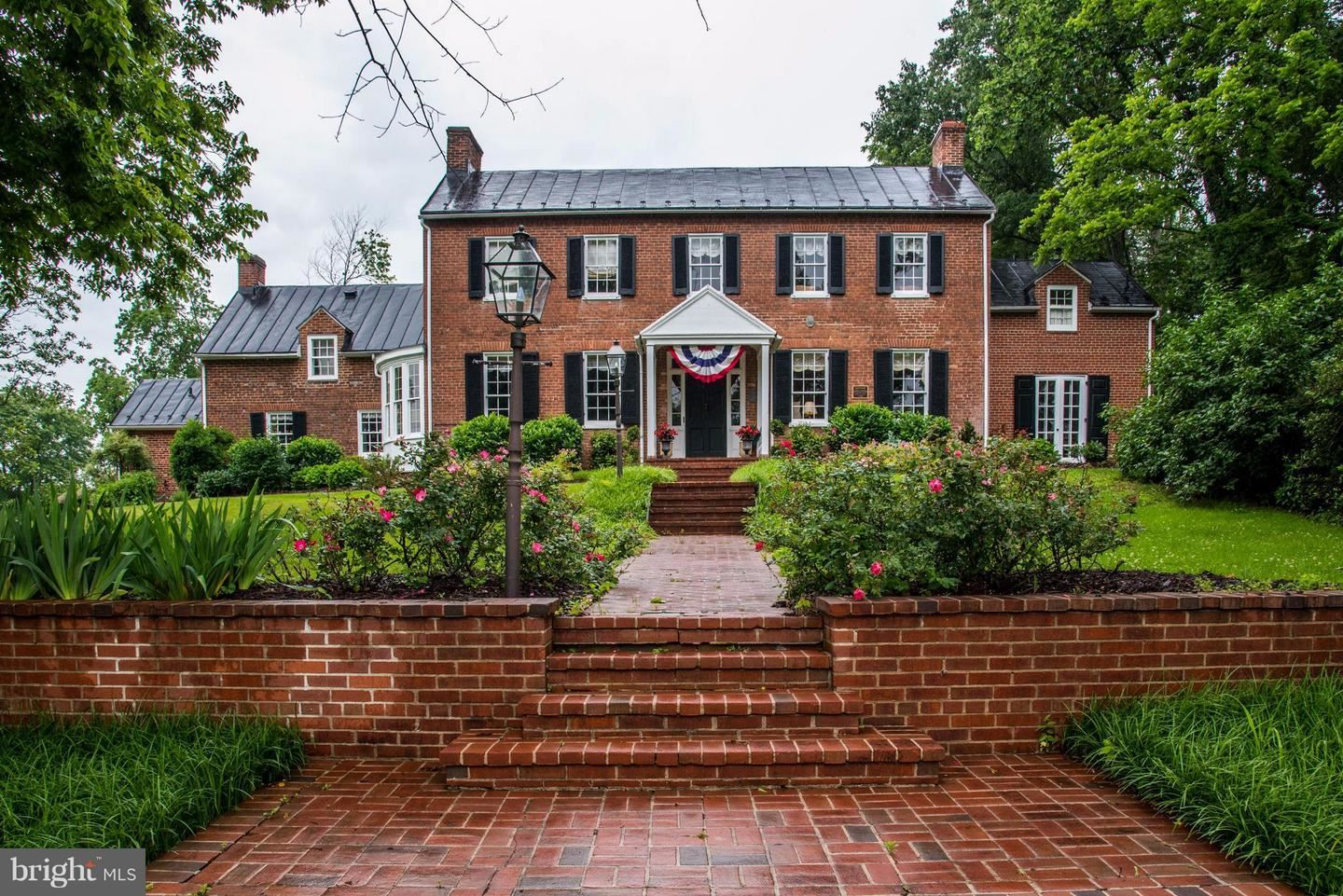 Photo of 21524 WHITES FERRY RD, POOLESVILLE, MD 20837 (MLS # 1000053061)