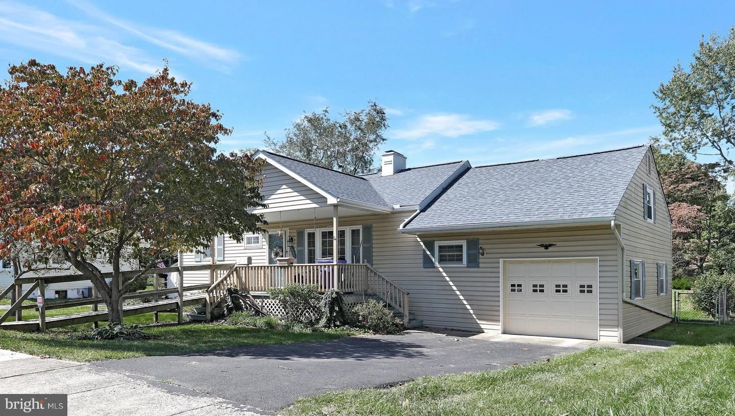 Photo of 1257 CRESCENT RD, HAGERSTOWN, MD 21742 (MLS # MDWA2000063)