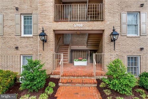 Photo of 5709 BREWER HOUSE CIR #T-1, ROCKVILLE, MD 20852 (MLS # MDMC753072)