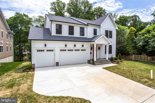 Photo of 112 MELODY LN SW, VIENNA, VA 22180 (MLS # VAFX1084072)