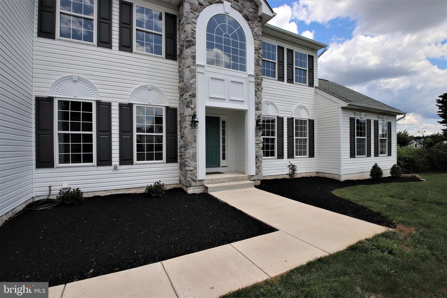 Photo of 428 LINKS VIEW DR, HAGERSTOWN, MD 21740 (MLS # MDWA2000072)