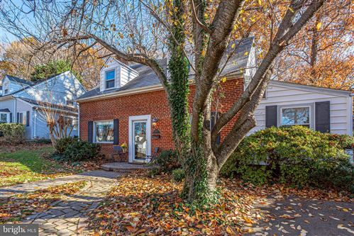 Photo of 3013 WOODLAWN AVE, FALLS CHURCH, VA 22042 (MLS # VAFX1101080)