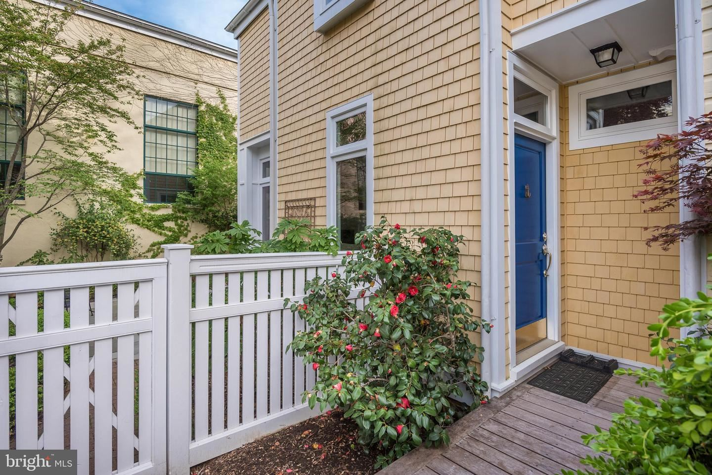 Photo of 207 DUKE OF GLOUCESTER ST, ANNAPOLIS, MD 21401 (MLS # MDAA2000082)