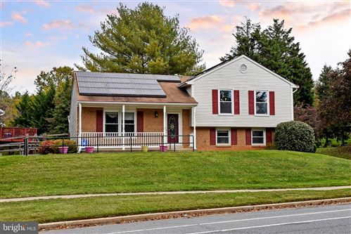 Photo of 13548 WINTERSPOON LN, GERMANTOWN, MD 20874 (MLS # MDMC729088)