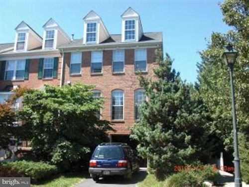 Photo of 104 FOUNTAIN GREEN LN, GAITHERSBURG, MD 20878 (MLS # MDMC697092)