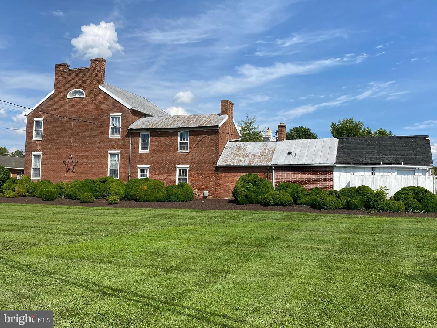 Photo of 19964 FISHER AVE, POOLESVILLE, MD 20837 (MLS # MDMC722100)