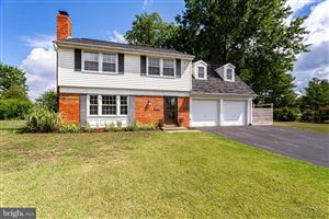 Photo of 12800 MELVUE CT, FAIRFAX, VA 22033 (MLS # VAFX1084114)