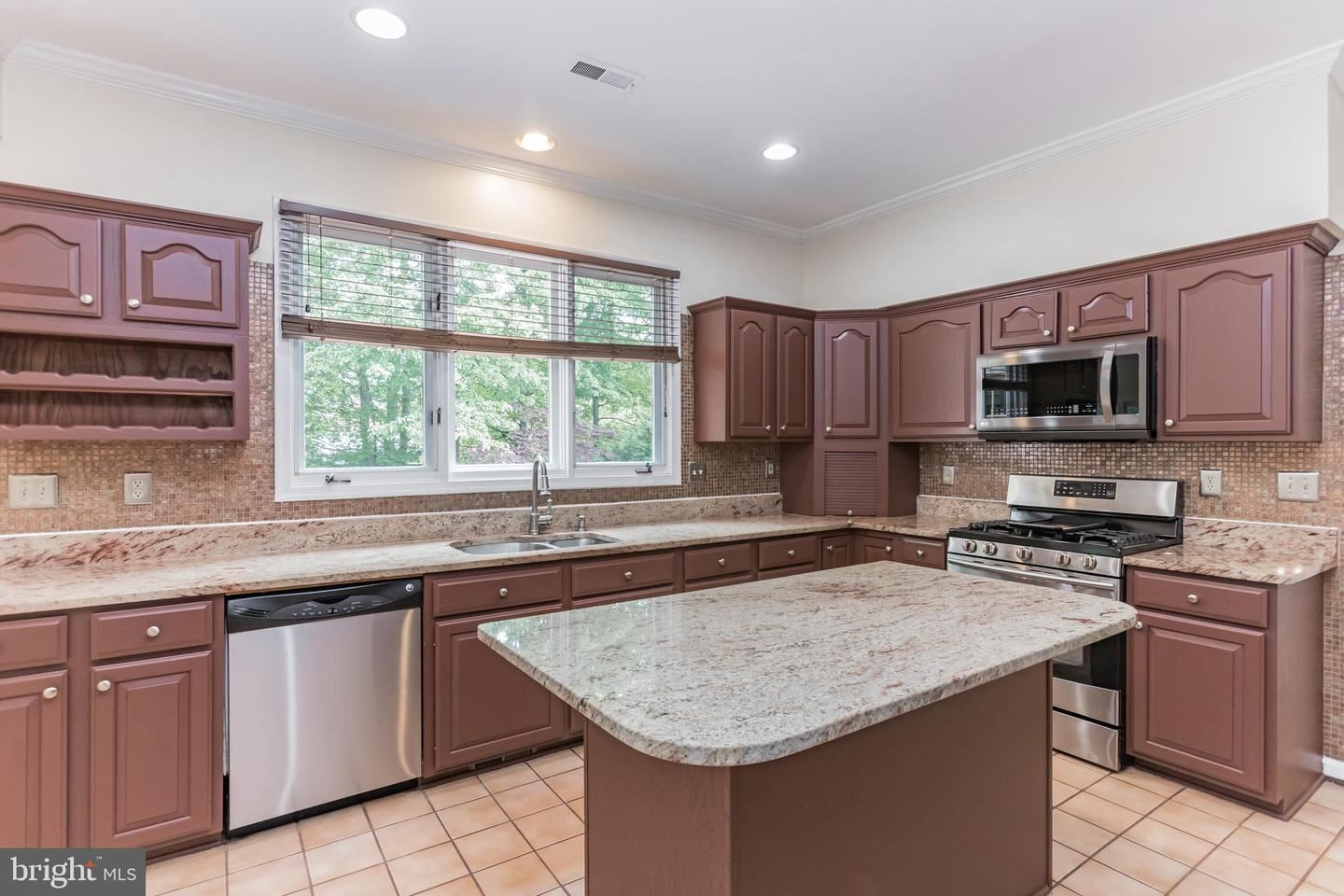 Photo of 15117 GRAVENSTEIN WAY, NORTH POTOMAC, MD 20878 (MLS # MDMC756114)