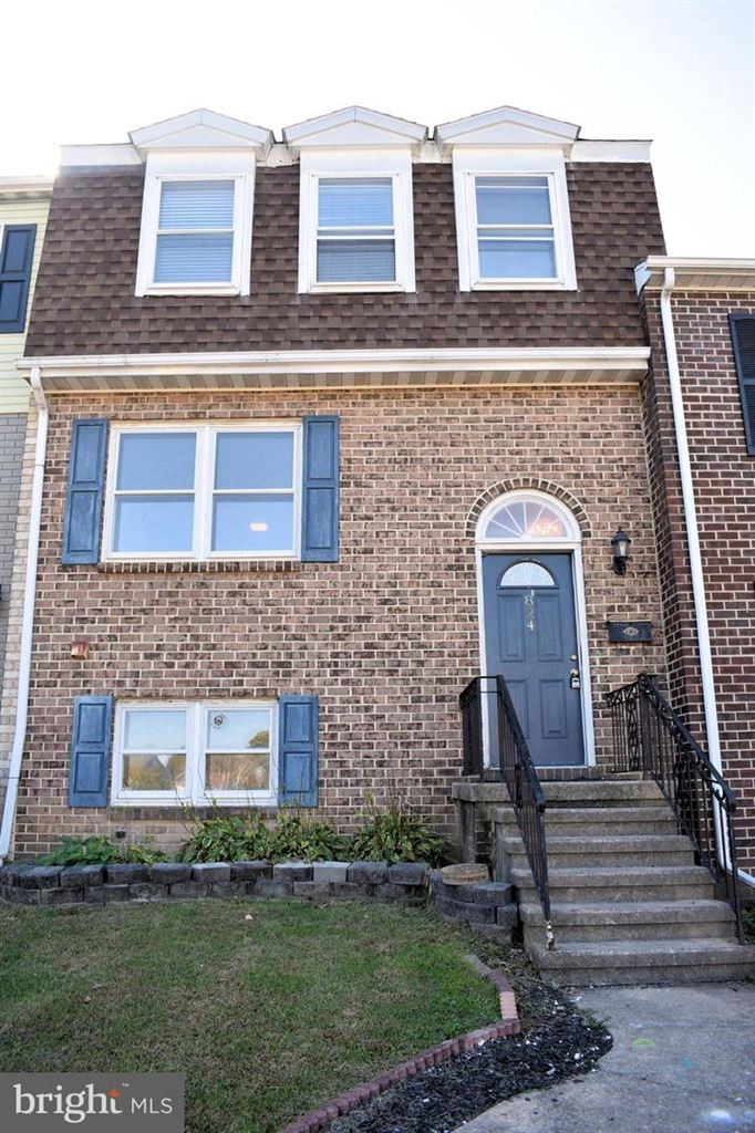 Photo of 824 WOODLAWN DR, CHAMBERSBURG, PA 17201 (MLS # PAFL169114)
