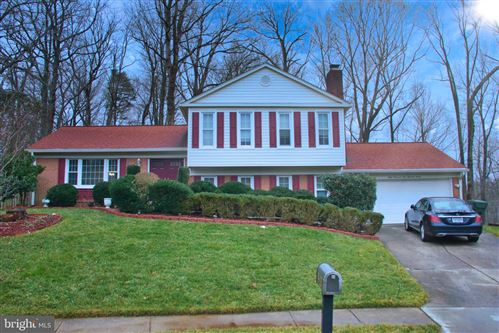 Photo of 8107 KINGS POINT CT, SPRINGFIELD, VA 22153 (MLS # VAFX1182124)