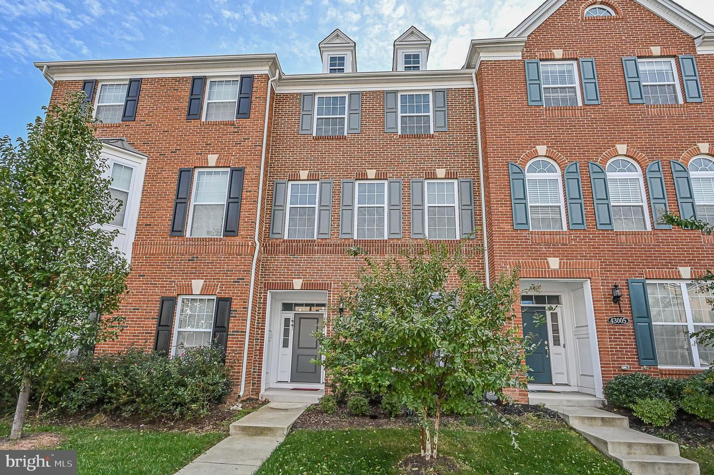 Photo of 43007 ATOKA MANOR TER, ASHBURN, VA 20148 (MLS # VALO425126)