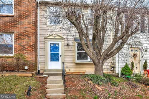 Photo of 21 WILLOW SPRING CT, GERMANTOWN, MD 20874 (MLS # MDMC689132)