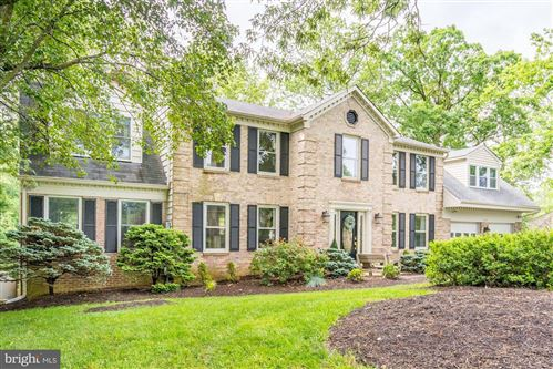 Photo of 11767 HOLLYVIEW DR, GREAT FALLS, VA 22066 (MLS # VAFX1134138)