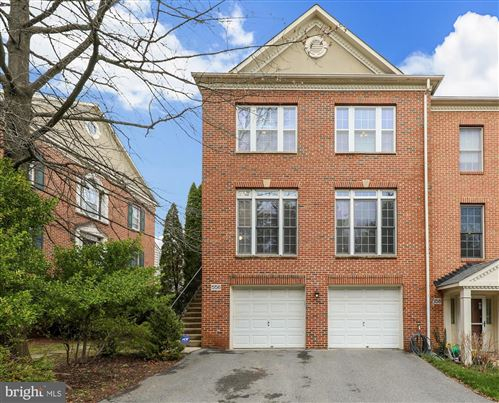 Photo of 556 WINDING ROSE DR, ROCKVILLE, MD 20850 (MLS # MDMC701142)