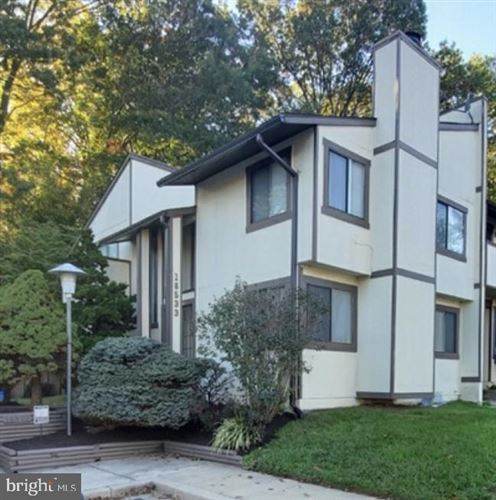 Photo of 18533 SPLIT ROCK LN, GERMANTOWN, MD 20874 (MLS # MDMC730142)
