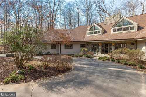 Photo of 324 CANTERWOOD LN, GREAT FALLS, VA 22066 (MLS # VAFX1111152)