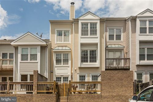 Photo of 6010 CHESTNUT HOLLOW CT, CENTREVILLE, VA 20121 (MLS # VAFX1136154)