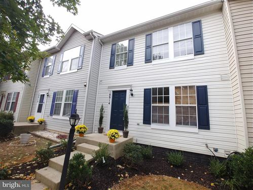 Photo of 18914 QUIET OAK LN, GERMANTOWN, MD 20874 (MLS # MDMC683156)