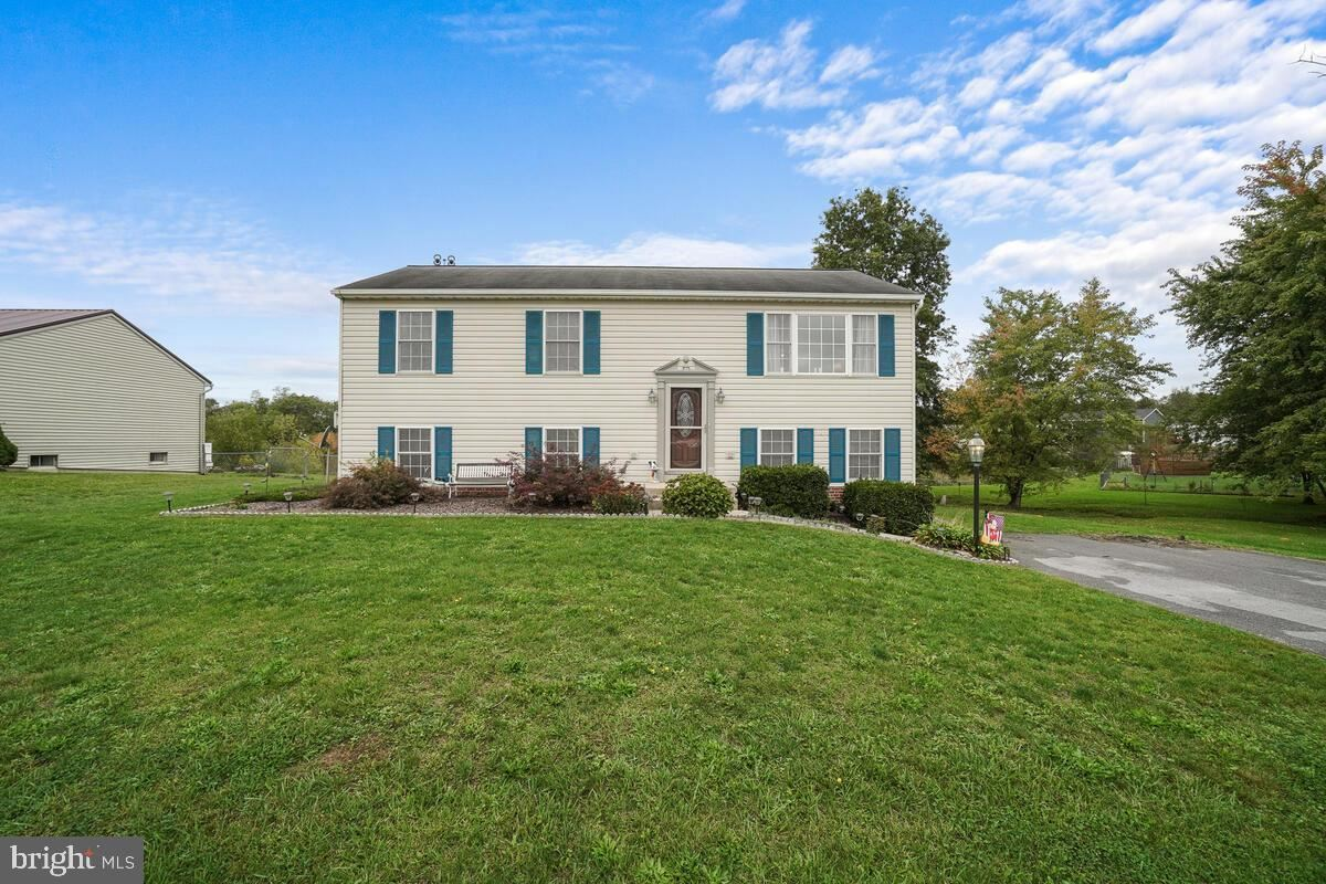 Photo of 11703 WHITE PINE DR, HAGERSTOWN, MD 21740 (MLS # MDWA2000161)