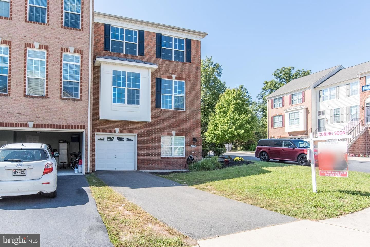 Photo of 43253 MORVEN SQ, ASHBURN, VA 20147 (MLS # VALO421162)