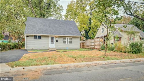 Photo of 5951 LEMAY RD, ROCKVILLE, MD 20851 (MLS # MDMC696184)