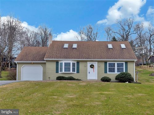 Photo of 214 EDGEWOOD DR, NEW HOLLAND, PA 17557 (MLS # PALA157184)