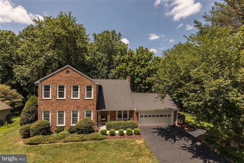 Photo of 1400 CLAVES CT, VIENNA, VA 22182 (MLS # VAFX1139186)