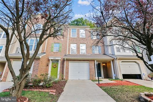 Photo of 18919 QUIET OAK LN, GERMANTOWN, MD 20874 (MLS # MDMC729188)