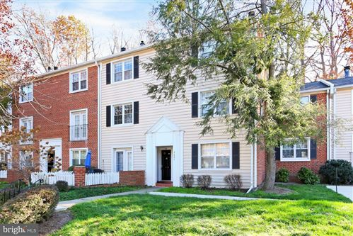 Photo of 2607 S WALTER REED DR #B, ARLINGTON, VA 22206 (MLS # VAAR173194)