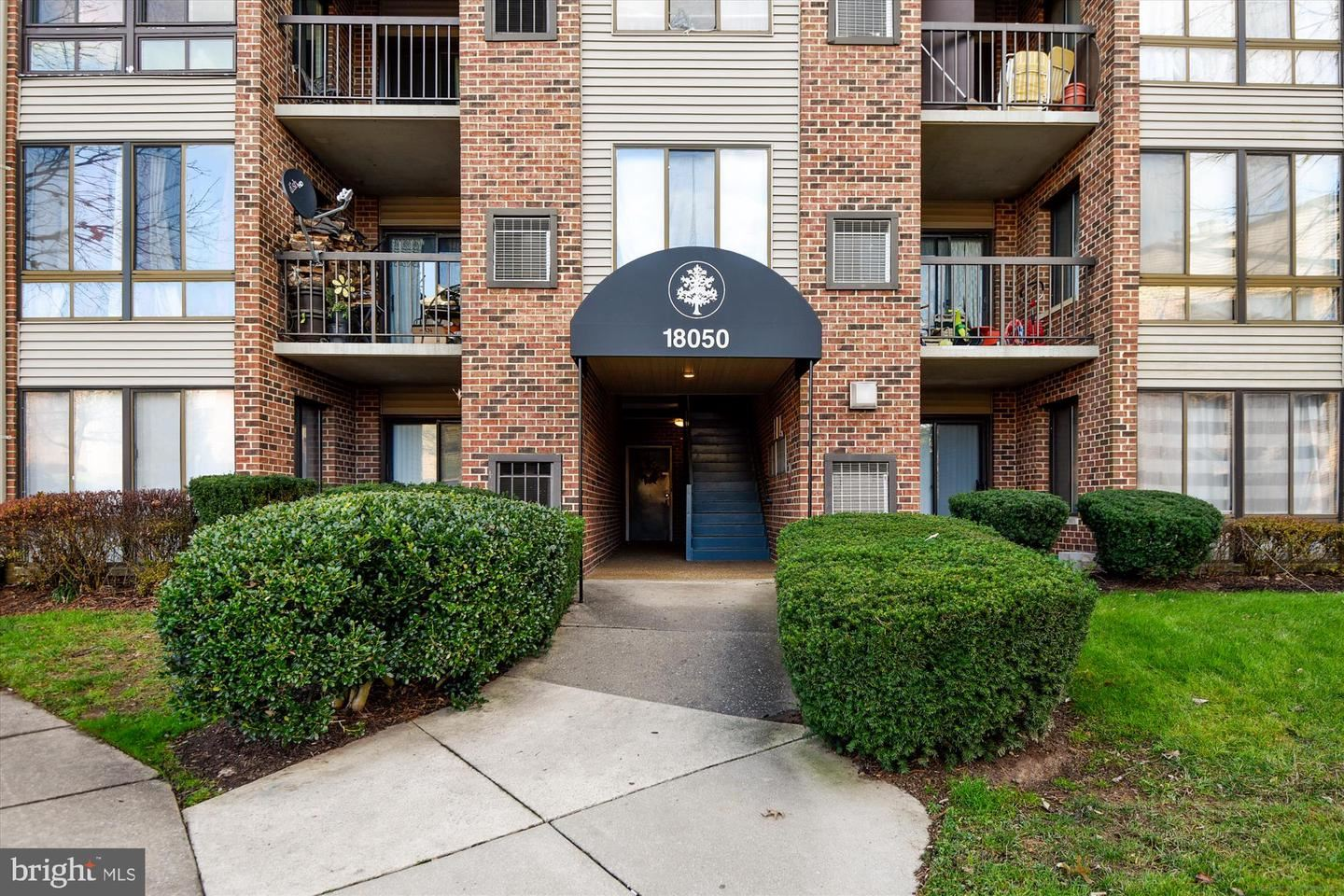 Photo of 18050 CHALET DR #14-302, GERMANTOWN, MD 20874 (MLS # MDMC736196)