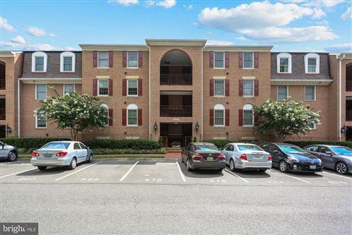 Photo of 5715 BREWER HOUSE CIR #T-1, ROCKVILLE, MD 20852 (MLS # MDMC718198)