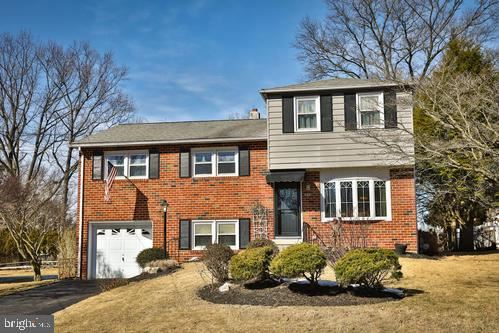 Photo of 648 OLD SCHOOLHOUSE DR, SPRINGFIELD, PA 19064 (MLS # PADE524206)