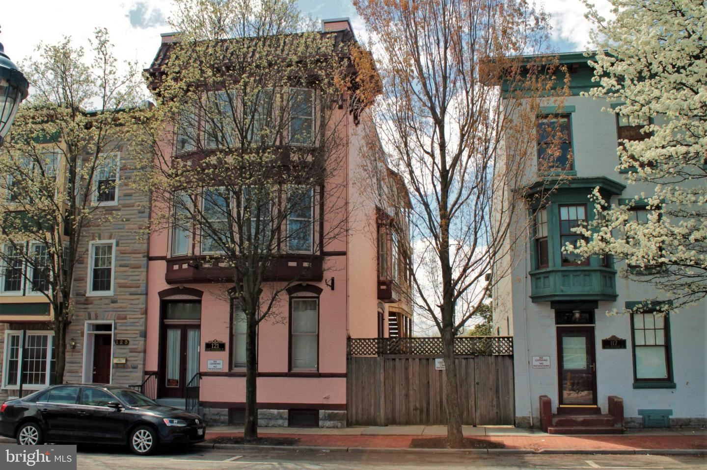 Photo of 121 E FRANKLIN ST, HAGERSTOWN, MD 21740 (MLS # MDWA2000225)