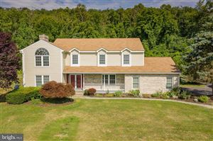 Photo of 201 WOODFIELD LN, WINCHESTER, VA 22602 (MLS # VAFV151226)