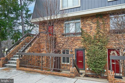 Photo of 1609 S HAYES ST #1, ARLINGTON, VA 22202 (MLS # VAAR158228)
