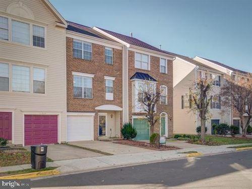 Photo of 14227 BEDDINGFIELD WAY, CENTREVILLE, VA 20121 (MLS # VAFX1176234)