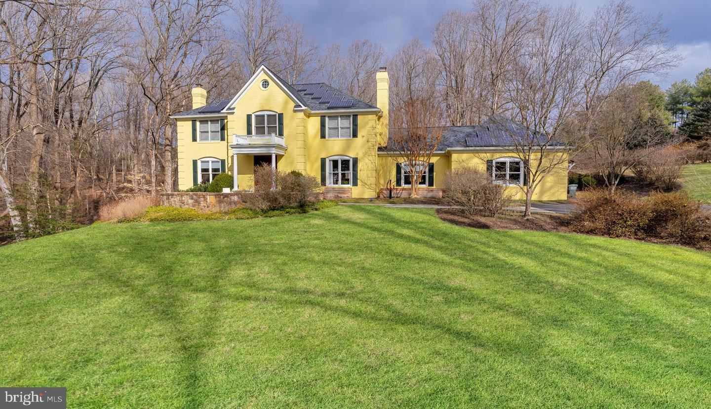 Photo of 13308 QUERY MILL RD, NORTH POTOMAC, MD 20878 (MLS # MDMC743258)