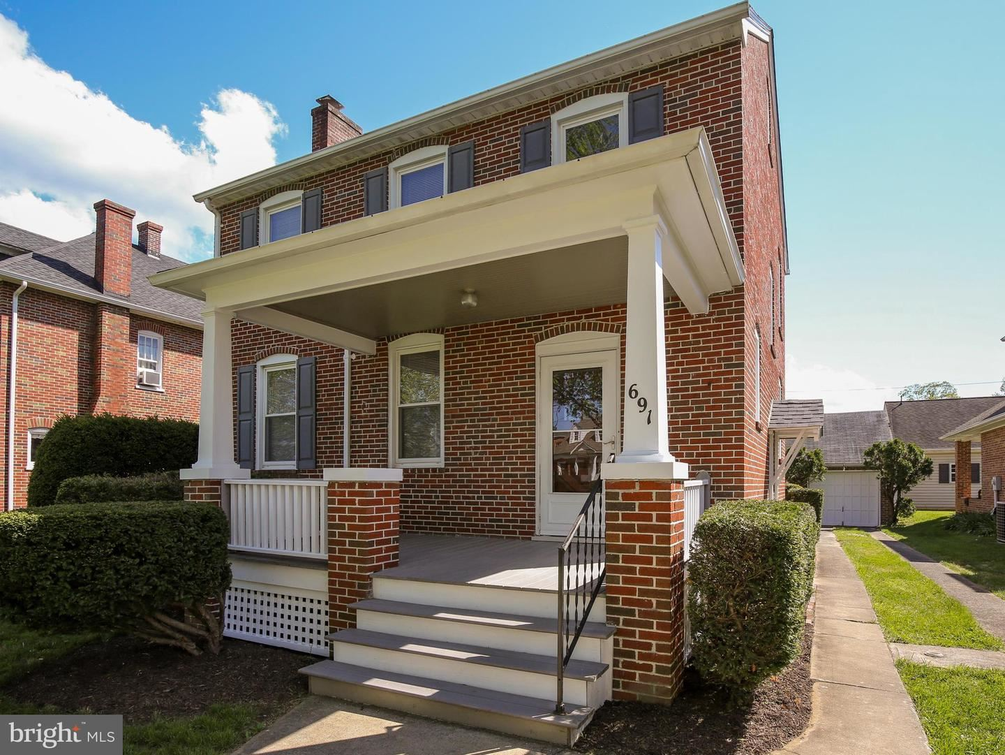 Photo for 691 WOODLAND AVE, WINCHESTER, VA 22601 (MLS # VAWI114274)