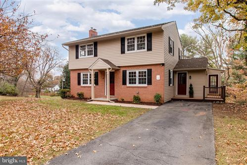 Photo of 1340 WOODLAND WAY, HAGERSTOWN, MD 21742 (MLS # MDWA169276)