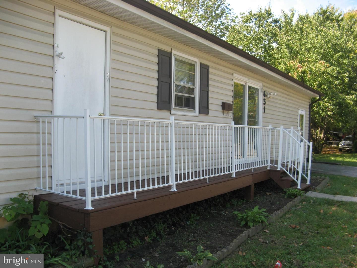 Photo of 651 E LEICESTER ST, WINCHESTER, VA 22601 (MLS # VAWI115278)