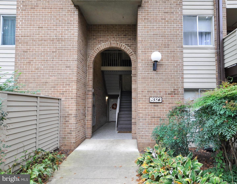 Photo of 19323 CLUB HOUSE RD #302, GAITHERSBURG, MD 20886 (MLS # MDMC2001283)